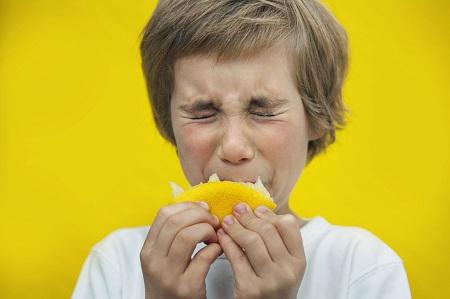 خواص و مضرات خوراکی های ترش مزه